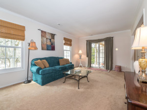 160 Cheshire Dr Blue Bell PA-MLS_Size-006-16-Living Room-1440x1080-72dpi